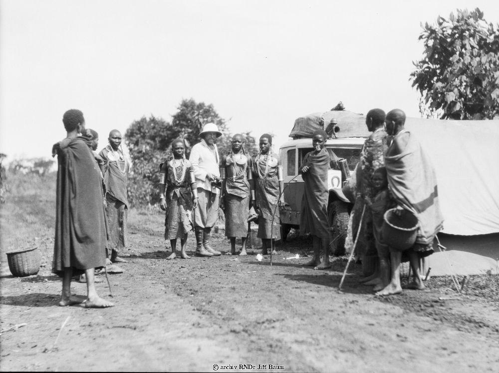 http://www.baum.com.au/Dr_J_Baum/archiv_foto/small/13/13098-Domorodci,_zeny_Kikuju_u_Kapsabla,_Vychodni_Afrika....jpg